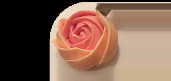 Процесс создания розочки из масляного крема