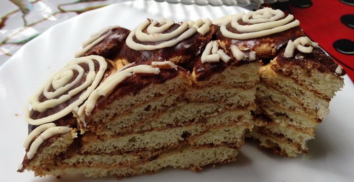 Печенье на сметане  а после можно нарезать порционными кусочками и подавать к столу.