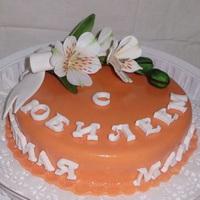 Оранжевый торт с цветком маме на день рождения